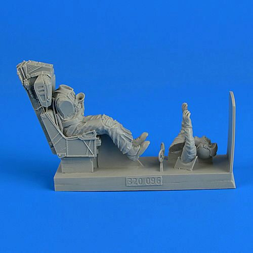 Aerobonus 480.155 Soviet Woman Gunner WWII with seat for Po-2 for ICM in 1:48
