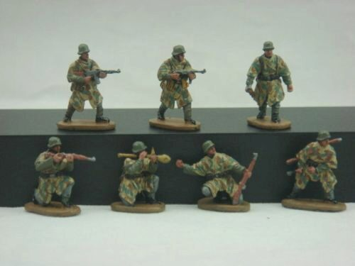 Caesar Miniatures HB04 WWII German Army with Camouflage Cape