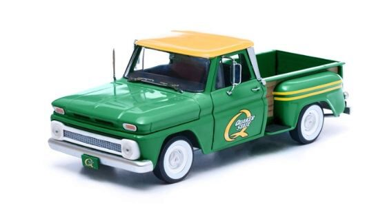 Greenlight 12874 1965 Chevrolet C-10 Styleside Quaker State